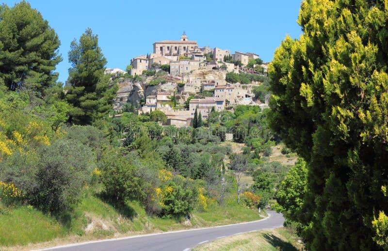 Gordes-Dorf nach einem Felsen, Frankreich stockbild