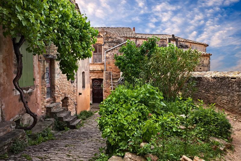 Gordes Vaucluse, Provence, Frankrike: pittoreskt hörn i olen arkivbild