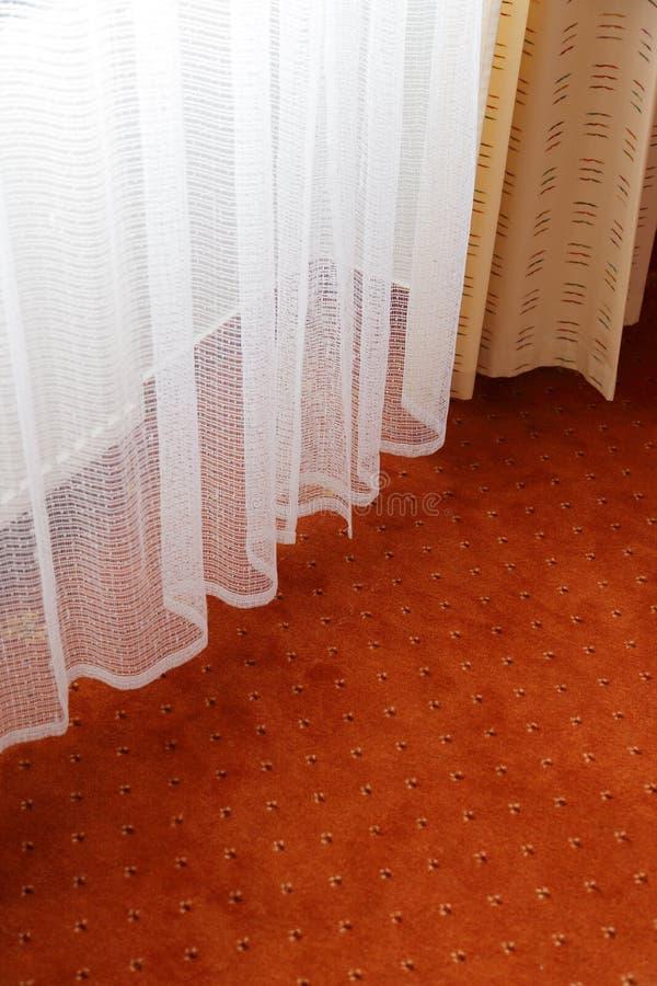Gordijn en tapijt stock foto