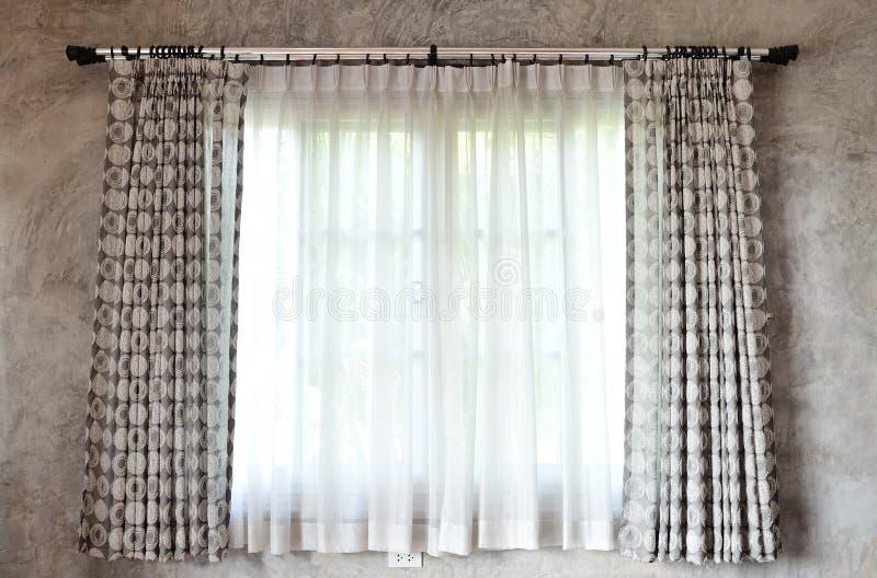 Gordijn en venster royalty-vrije stock afbeeldingen