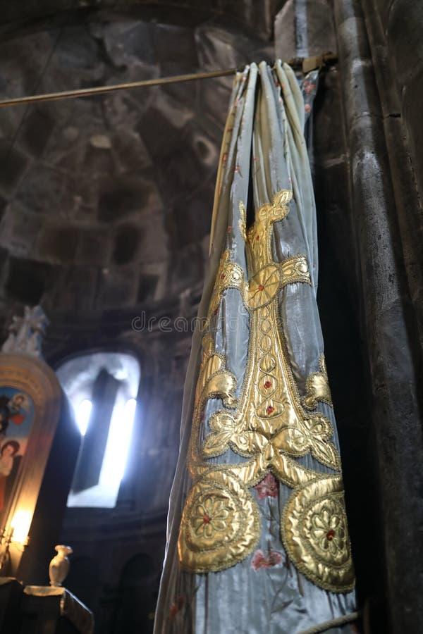 Gordijn in kerk van Geghard-Klooster stock fotografie