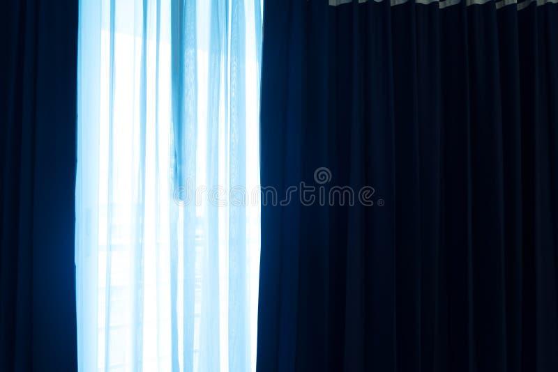 Gordijn op het venster royalty-vrije stock afbeelding