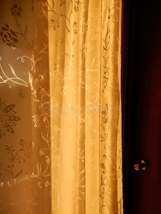 Gordijn in zonlicht stock foto