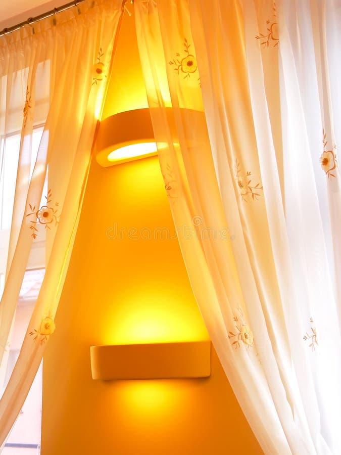 Gordijnen in atmosferisch licht royalty-vrije stock afbeeldingen
