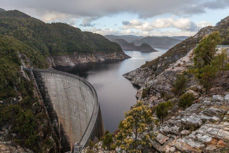 Gordon Dam och sjö Sydväster Tasmanien royaltyfri bild