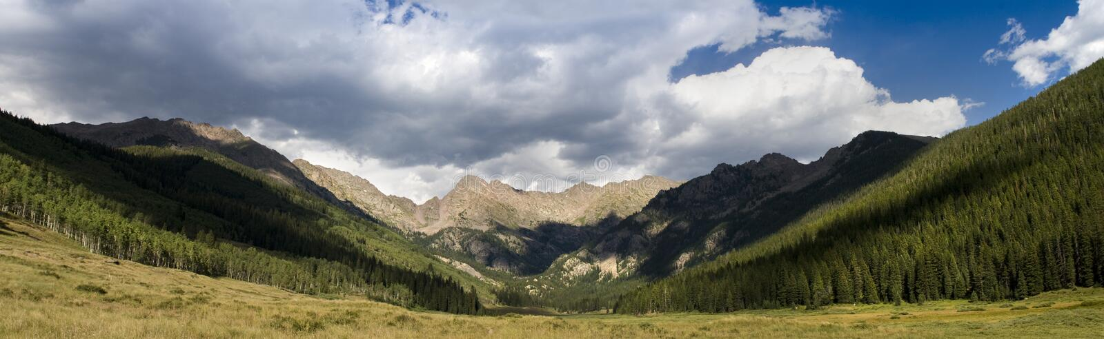 Gore Range Mountain View bij Piney Rivierboerderij Vail Colorado stock foto