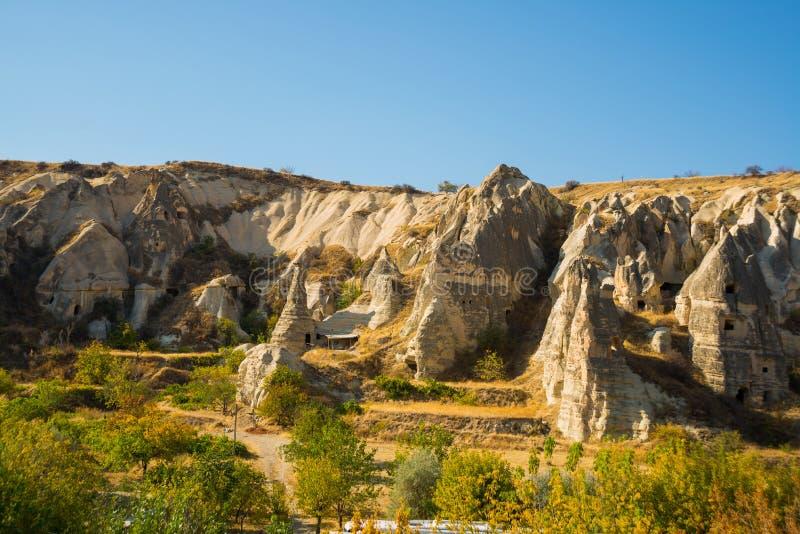 Goreme - Freilichtmuseum, Cappadocia, die Türkei an einem schönen Sommertag stockfotos