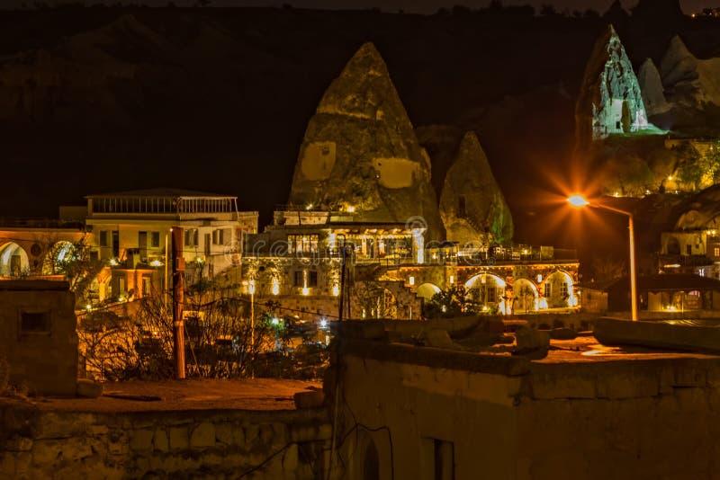 Goreme-Nachtzeit-Felsen?ko-haus, Hotelh?hlenstadt Cappadocia, die T?rkei, Anatolien stockfotografie