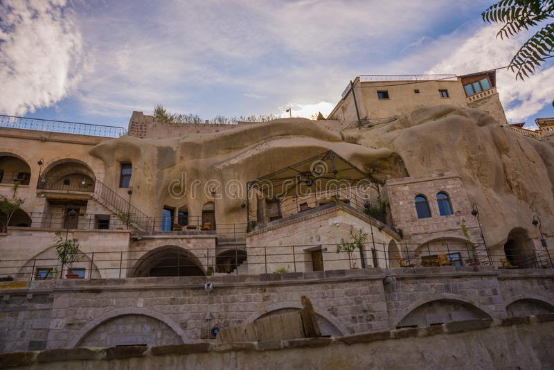GOREME TURKIET: Gammalt vaggar det tjänar som som hus och hotell för turister Goreme är staden i Cappadocia, det Nevsehir landska arkivbild