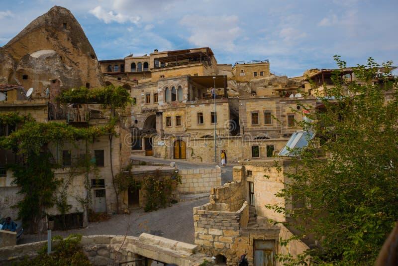 GOREME TURKIET: Gammalt vaggar det tjänar som som hus och hotell för turister Goreme är staden i Cappadocia, det Nevsehir landska royaltyfria bilder