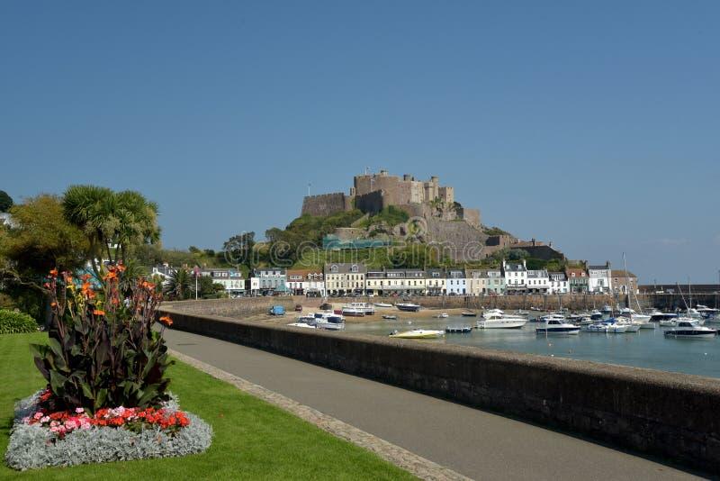 Gorey-Schloss und Hafen, Jersey lizenzfreie stockfotografie