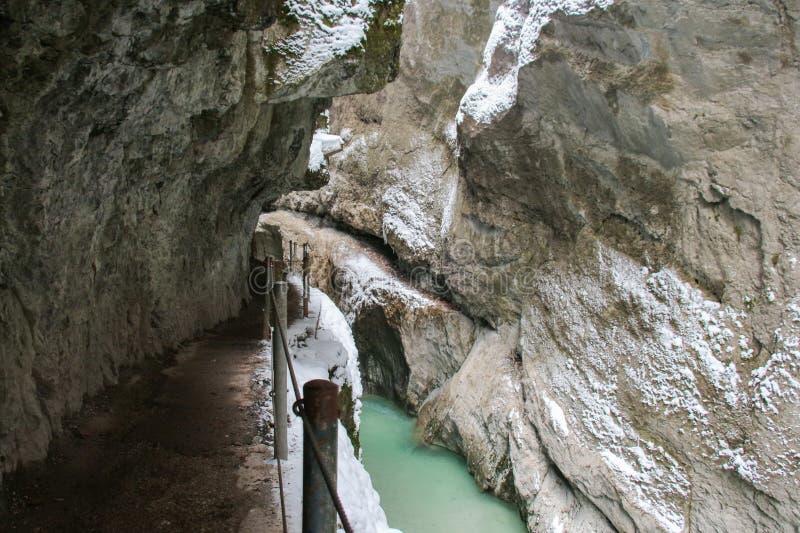 Gorge de Partnach dans l'horaire d'hiver Garmisch-Partenkirchen l'allemagne photographie stock libre de droits