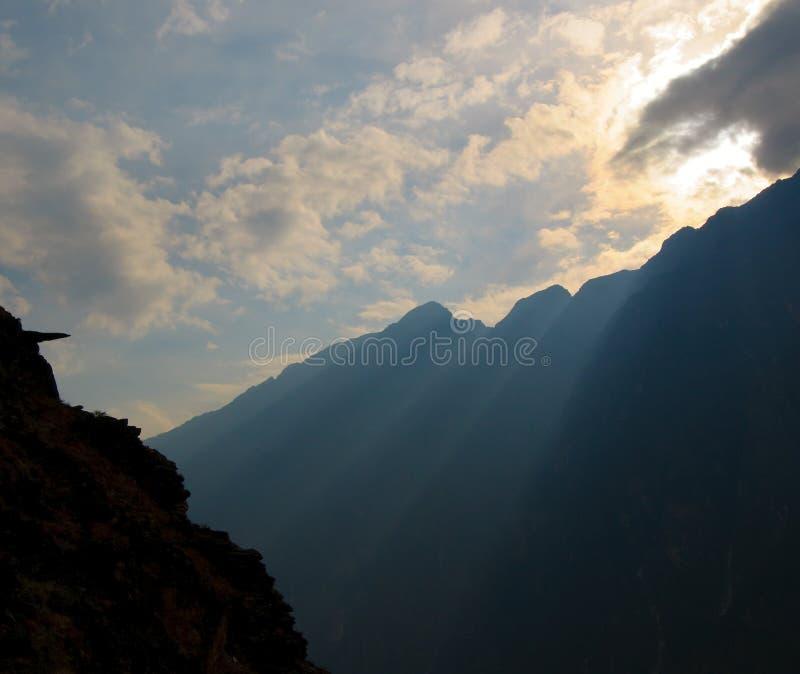 gorge de porcelaine sautant le tigre yunnan photographie stock