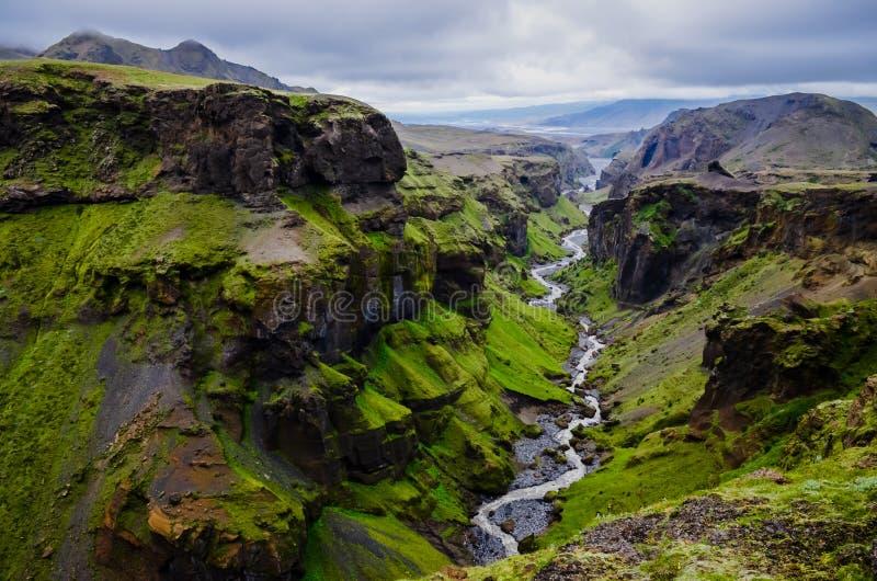 Gorge et fleuve de montagnes de Thorsmork, près de Skogar images libres de droits