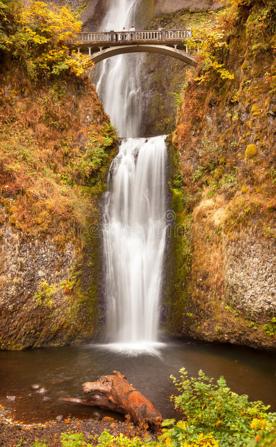 Gorge Or?gon du fleuve Columbia de cascade ? ?criture ligne par ligne de Multnomah photographie stock
