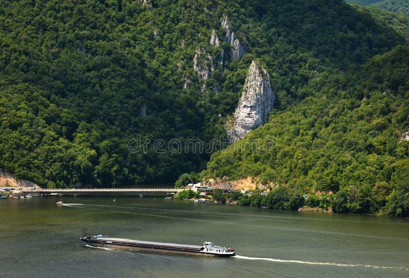 Gorges spectaculaires de Danube Tête du ` s de Decebal sculptée dans la roche images libres de droits