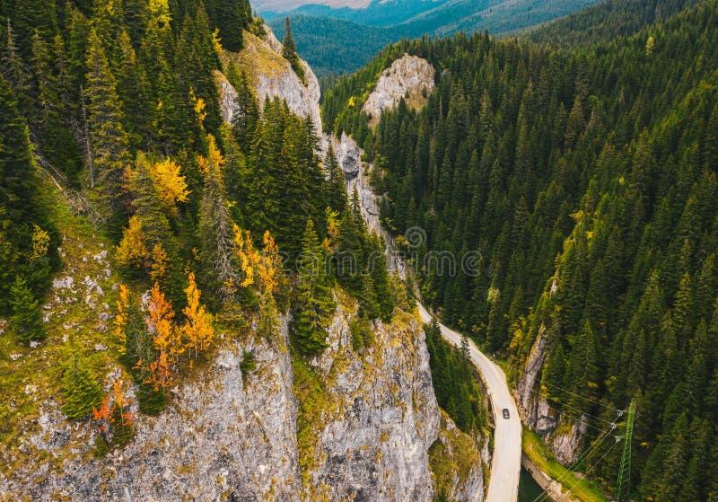 Gorges tatars de montagnes de Bucegi dans les Carpathiens au beginnin images stock