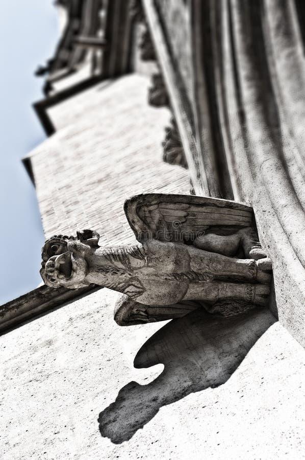 """Gorgoyle†""""gotisch detail van de voorgevel van St Othmar kerk in Wenen royalty-vrije stock afbeelding"""