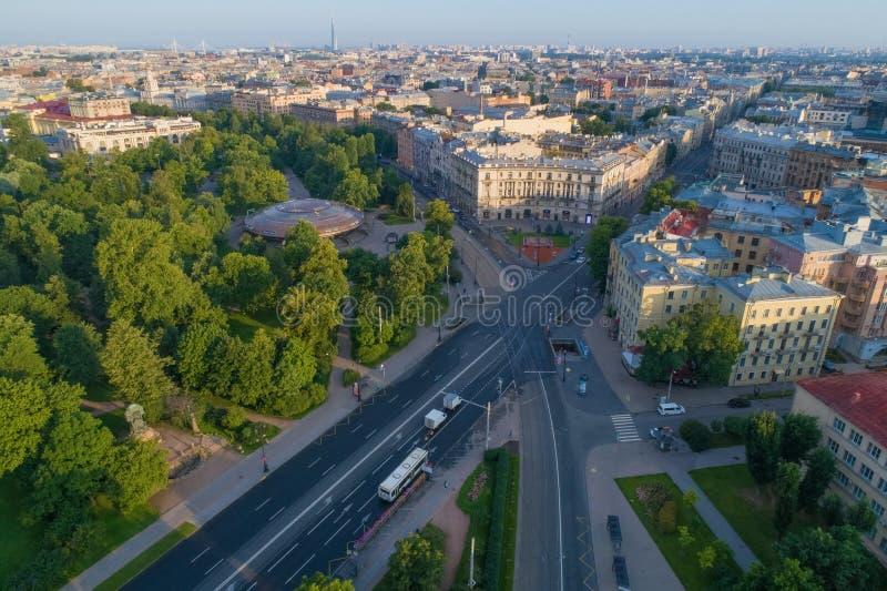 Gorkovskaya地铁车站和Kamennoostrovsky大道,圣彼德堡的大厅的看法 免版税库存图片