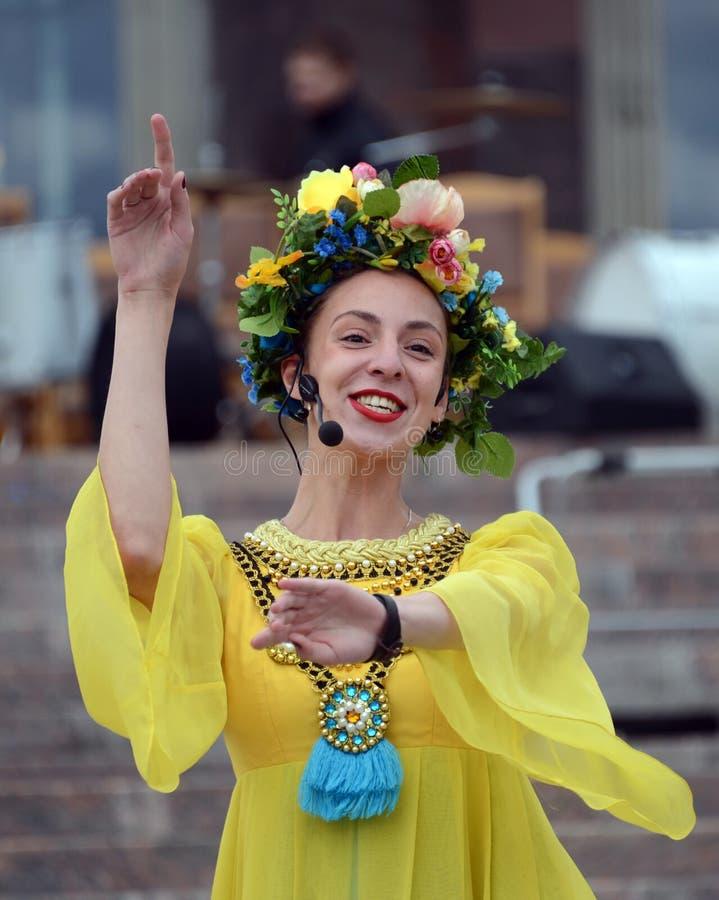 ` Gornitsa ` ансамбля фольклора Москвы выполняет на Prospekt Мире стоковые фото