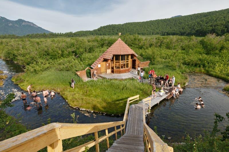 Goryacherechensky grupp Hot Springs Naturen parkerar Nalychevo, Kamchatka arkivfoto