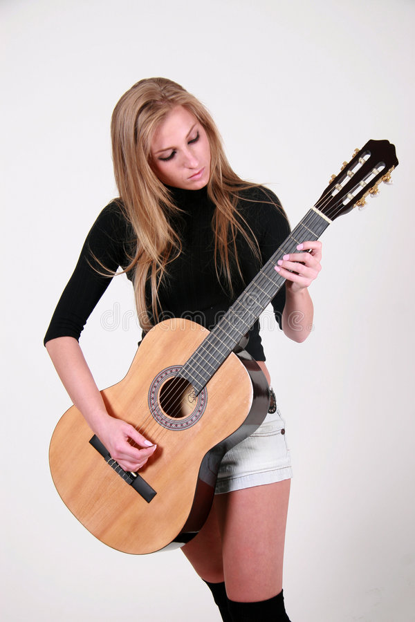 Gosia - Vrouwelijke gitaartuimelschakelaar stock fotografie
