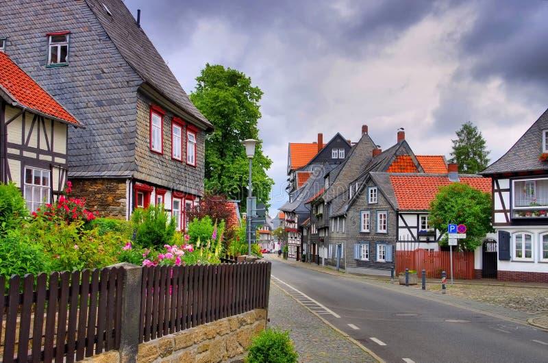Goslar halvmånade hus i stan royaltyfria foton