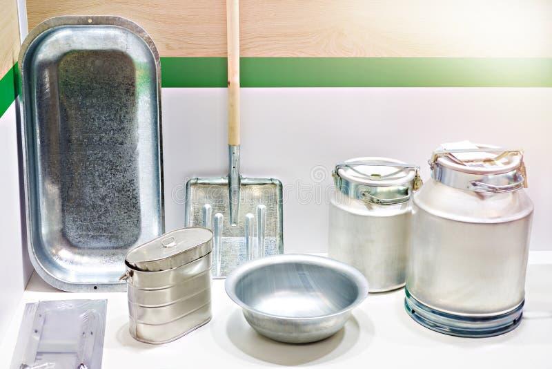 Gospodarstwo domowe aluminiowi produkty w sklepie obraz royalty free