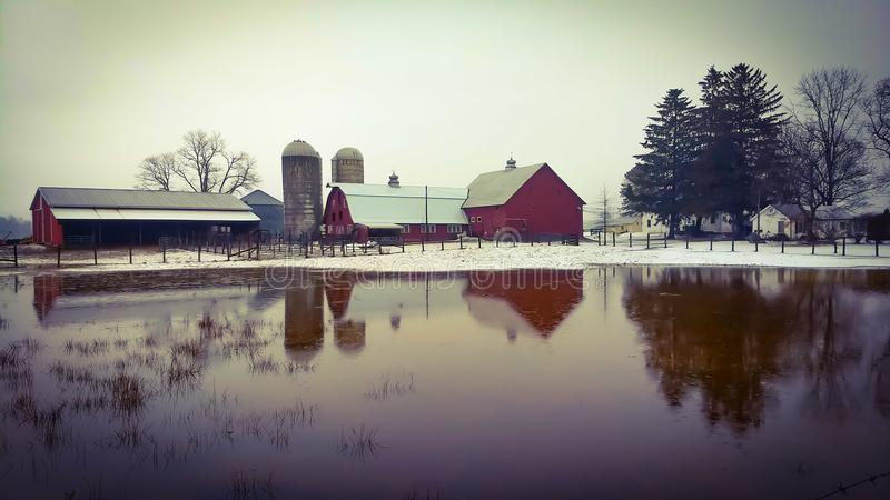 Gospodarstwo rolne po śniegu topi obrazy royalty free