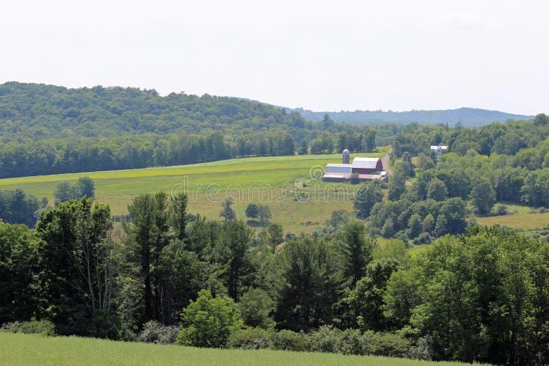 Gospodarstwo rolne w wzgórzach zdjęcia stock