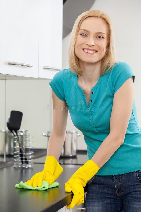 Gospodyni domowa przy pracą. zdjęcia stock