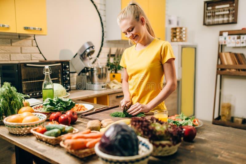 Gospodyni domowej kucharstwo, żywności organicznej przygotowanie obraz royalty free