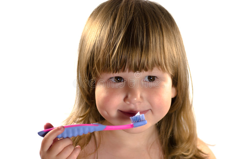 Gosse allant nettoyer des dents images libres de droits