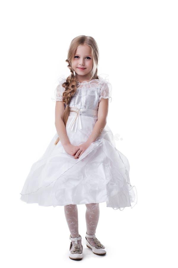 Gosse assez blond dans la robe blanche photos stock