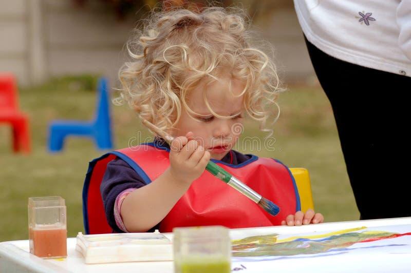 Gosse de jardin d'enfants images libres de droits