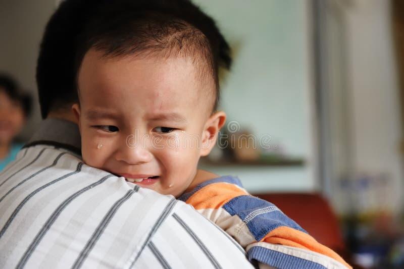Gosse pleurant images libres de droits