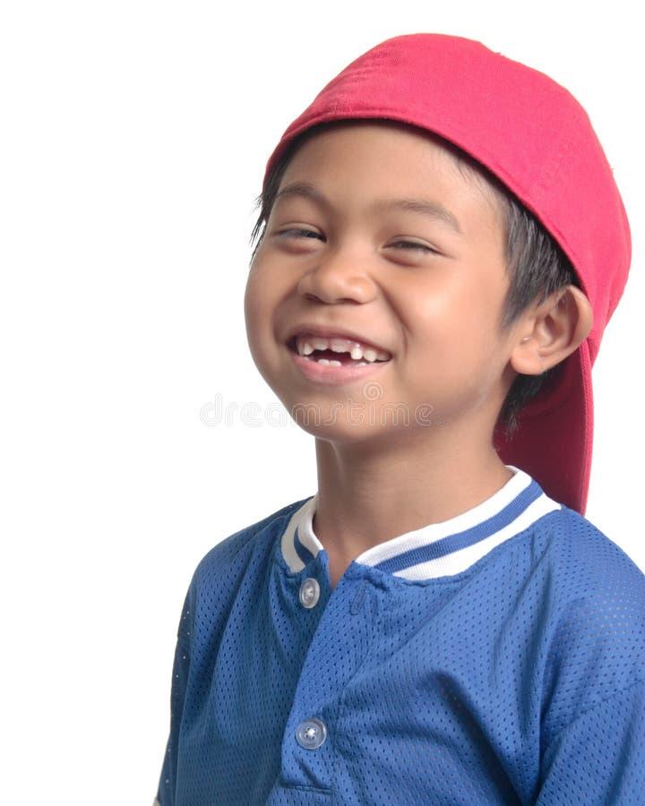 Gosse riant heureux de base-ball image stock
