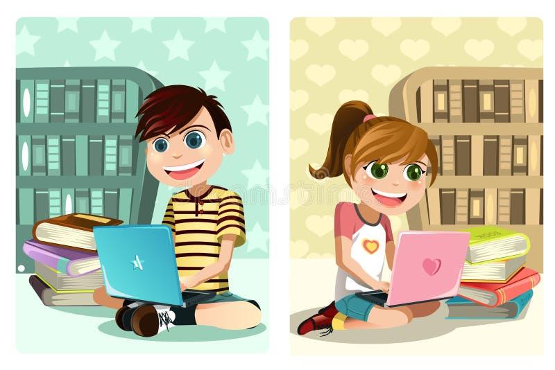 Gosses étudiant utilisant l'ordinateur portatif illustration libre de droits