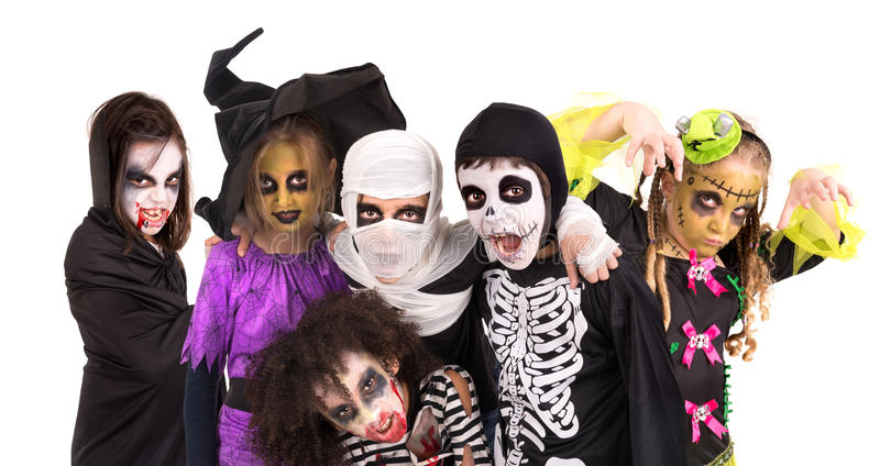Gosses dans des costumes de Veille de la toussaint images libres de droits