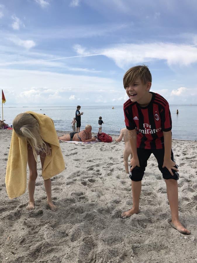 gosses de plage photographie stock