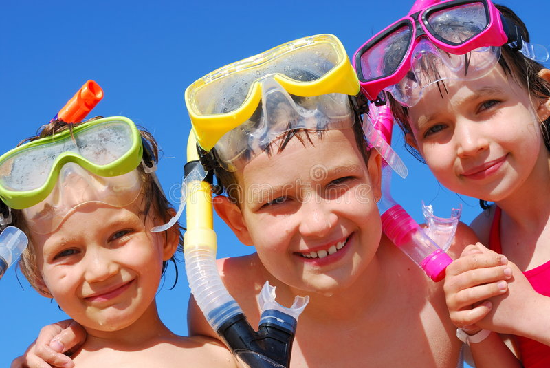 Gosses prêts pour la natation photo libre de droits