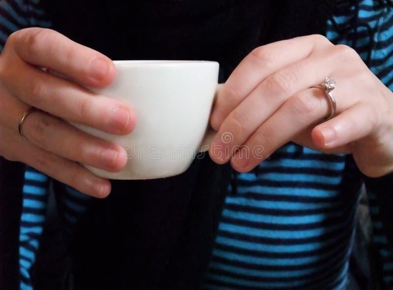 gossiping кофе сверх стоковые фотографии rf