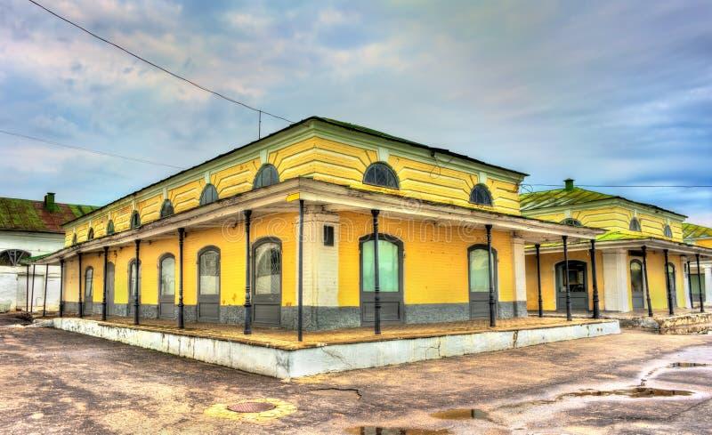 Gostiny Dvor, arcadas de troca neoclássicos provinciais em Kostroma, Rússia fotos de stock