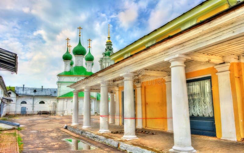 Gostiny Dvor, arcadas de troca neoclássicos provinciais em Kostroma, Rússia imagem de stock royalty free
