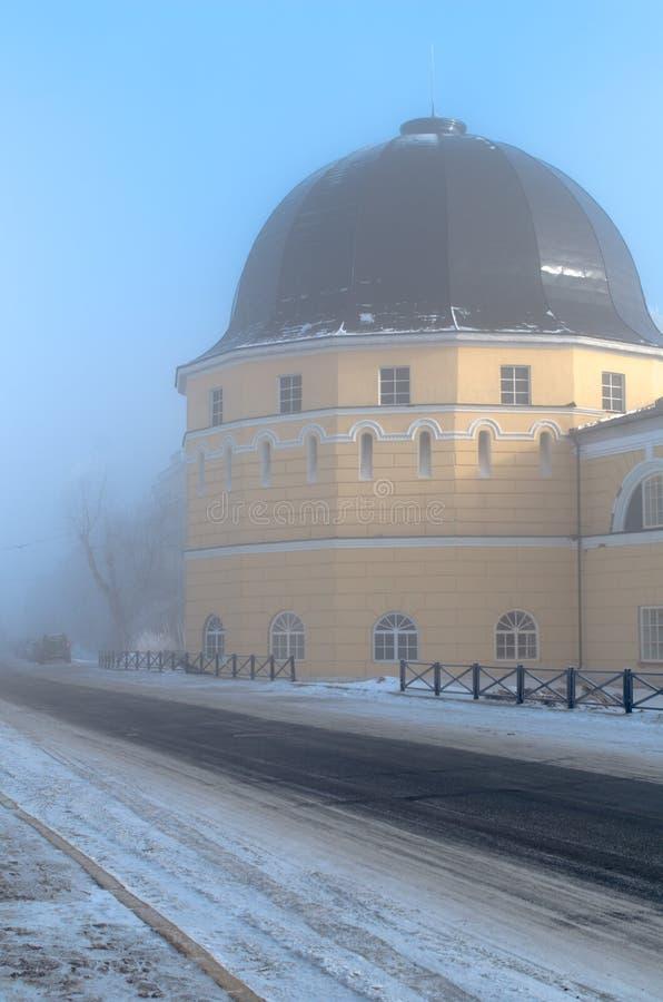Gostiny Dvor (köpmangårdar) torn i dimma