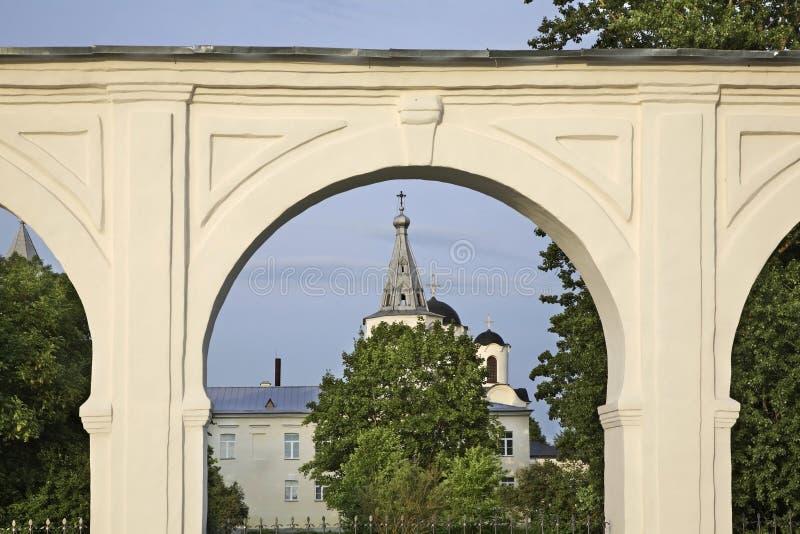 Gostiny Dvor na corte de Yaroslav em Novgorod o grande (Veliky Novgorod) Rússia imagens de stock royalty free