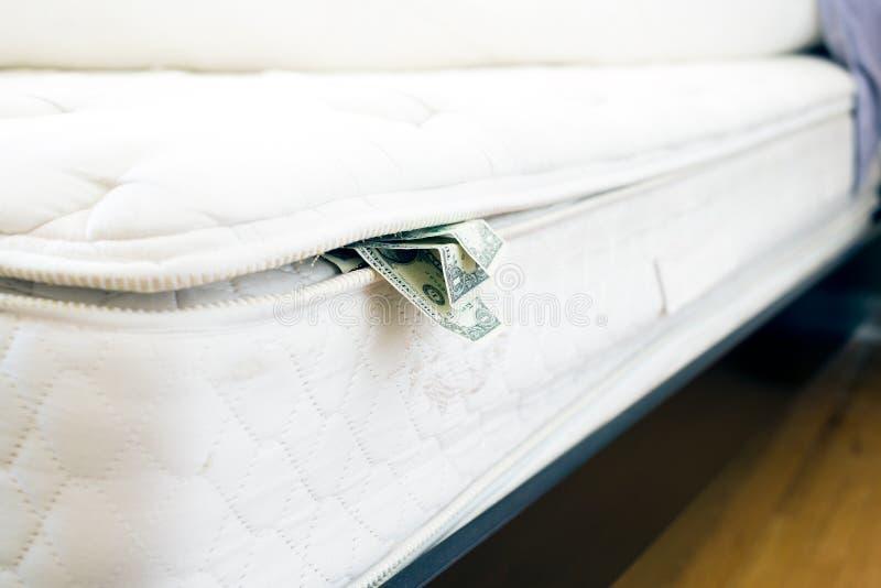 Gotówka chująca pod materac zdjęcia royalty free