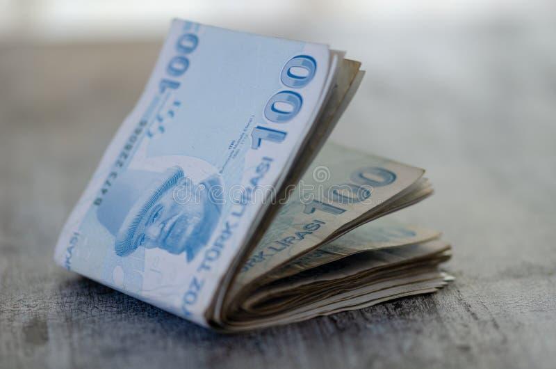 Gotówkowi Tureckiego lira banknoty, zamazany tło zdjęcia stock