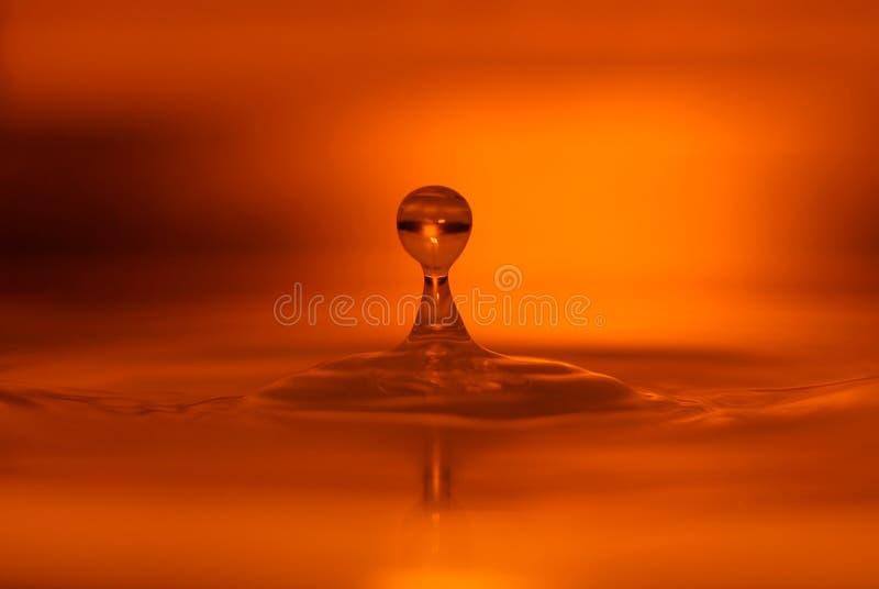 Gota anaranjada del agua imágenes de archivo libres de regalías