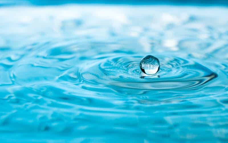 Gota de flutuação da água fotografia de stock royalty free